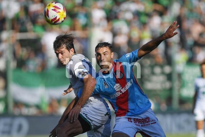Arsenal derrotaba a Sarmiento de Junín por 1-0, al término del primer tiempo, con gol de Leandro Garate, de penal, en la final por el primer ascenso a la Superliga en la cancha de Banfield